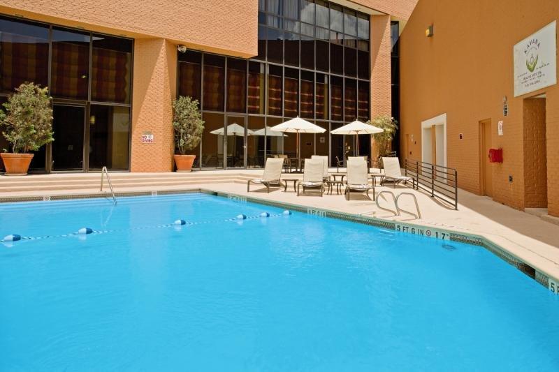 Crowne Plaza Houston River Oaks Pool