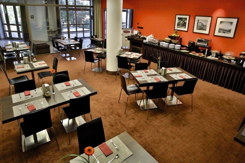 Adina Apartment Hotel Budapest Frühstücksraum