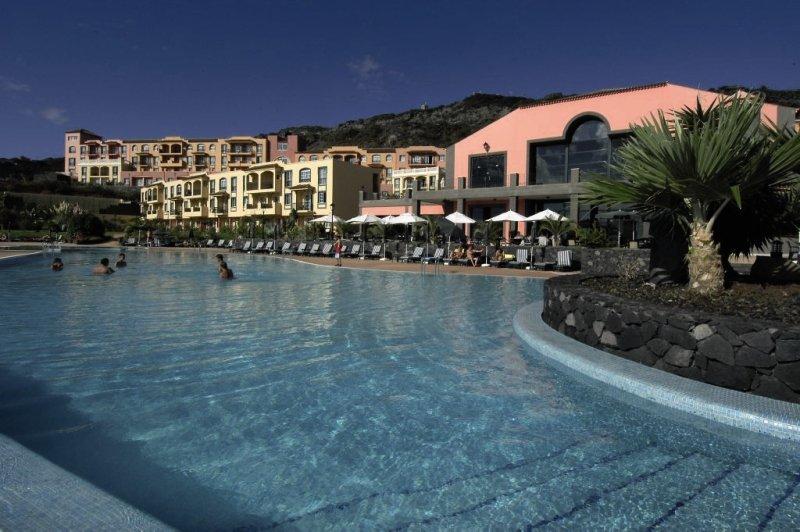 Las Olas Pool