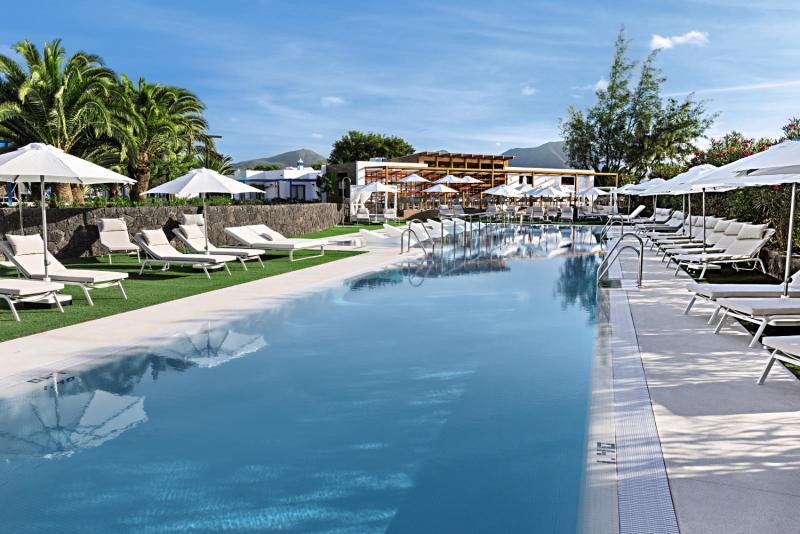 Elba Premium Suites - Erwachsenenhotel Pool