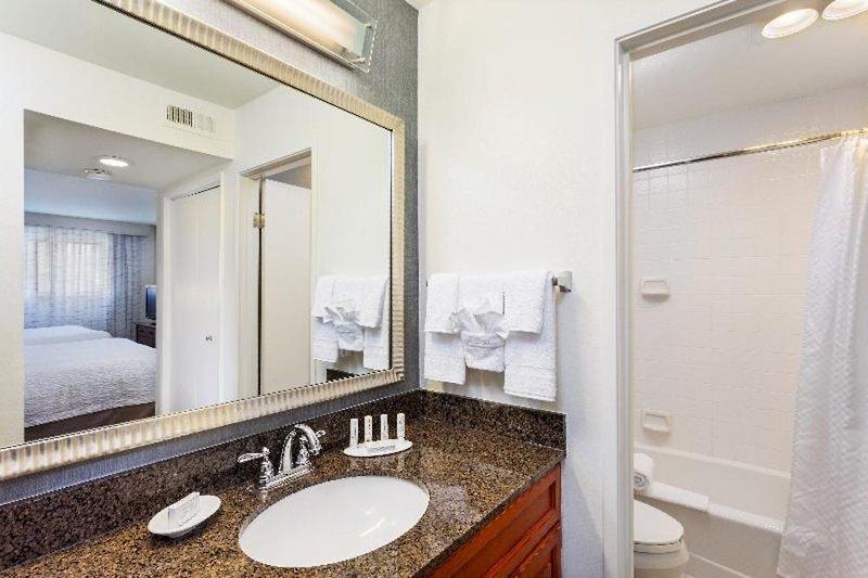 Clementine Hotel & Suites Anaheim  Badezimmer