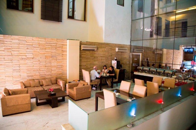 Hotel La Suite Bar