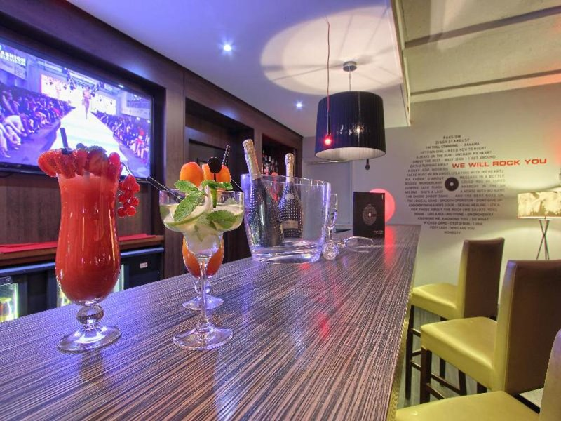 Mercure Paris Velizy Bar