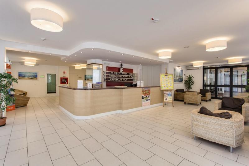Metropolitan Village Lounge/Empfang