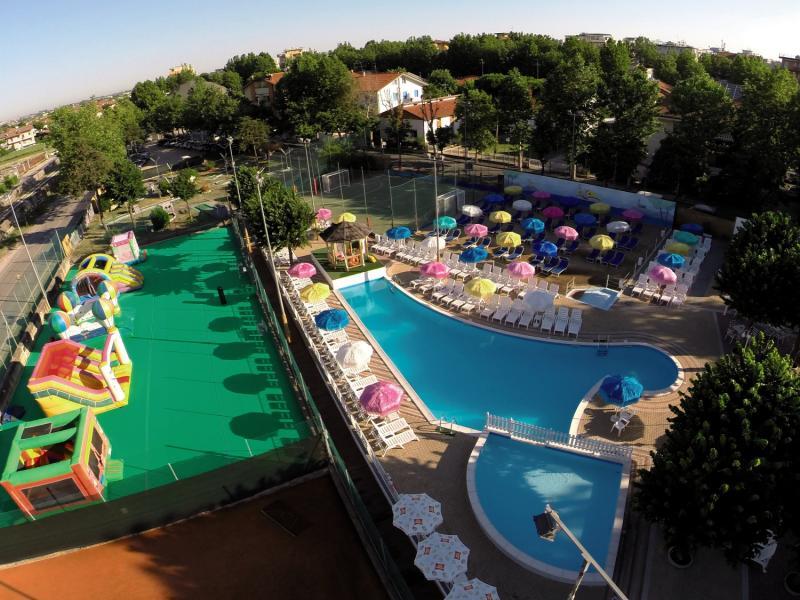 Metropolitan Village Pool