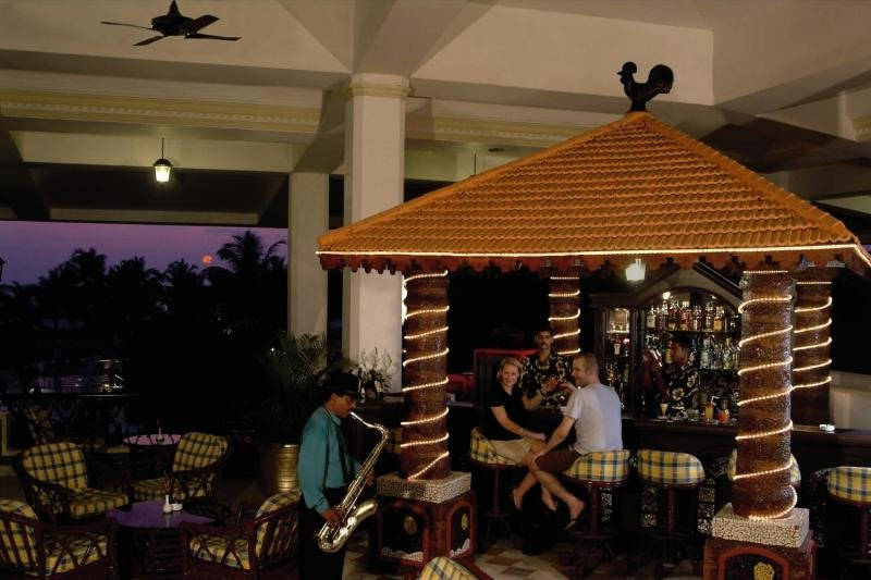 Holiday Inn Resort Goa Bar