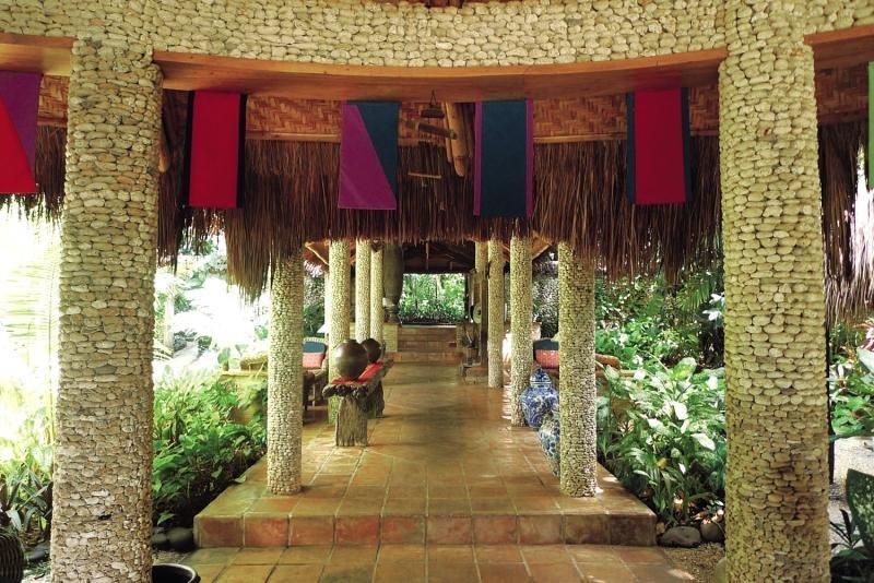 Coco Grove Beach Resort Terrasse