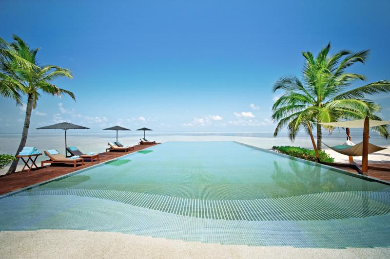 LUX* South Ari Atoll Pool