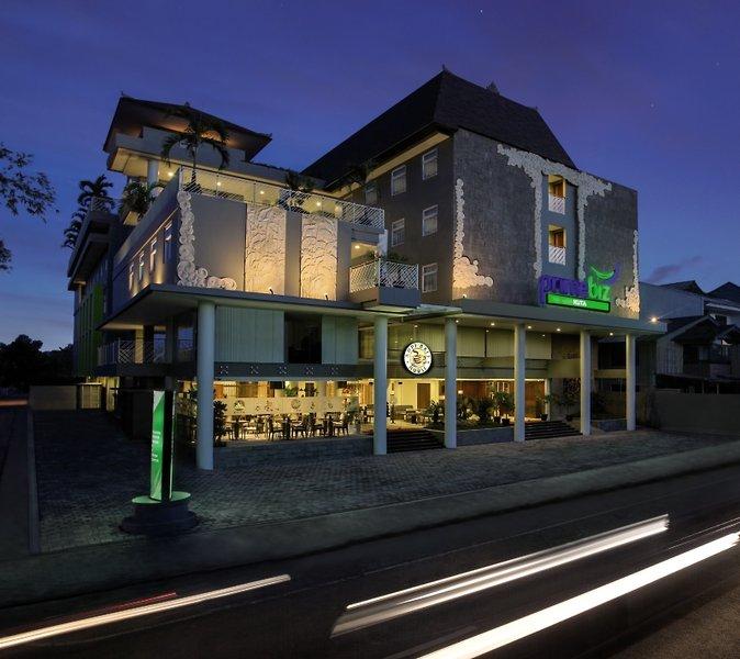 PrimeBiz Kuta Hotel Außenaufnahme