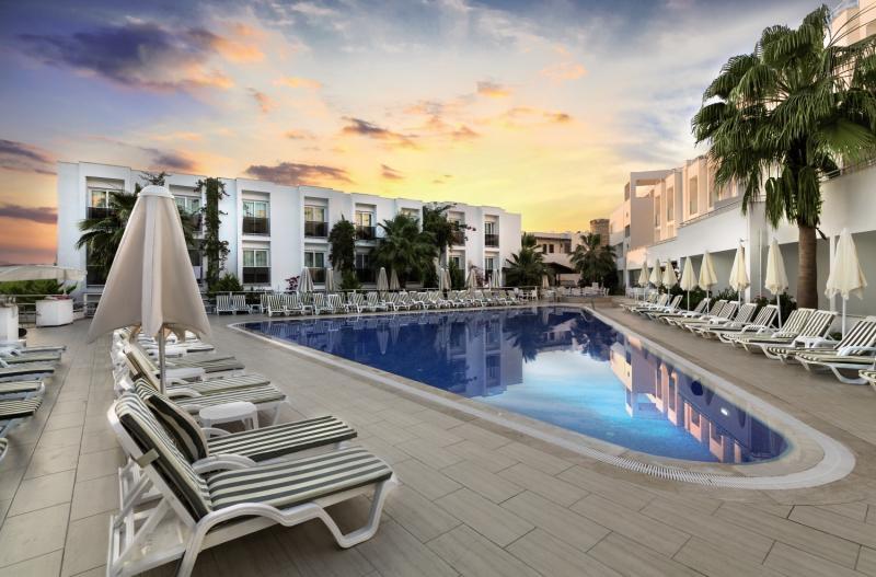 Shark Club Hotel Pool