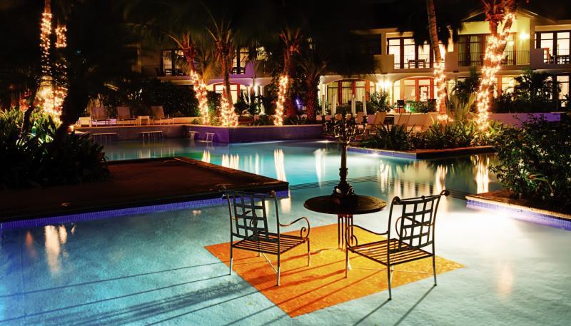 Floris Suite Hotel - Spa & Beachclub - Erwachsenenhotel Pool