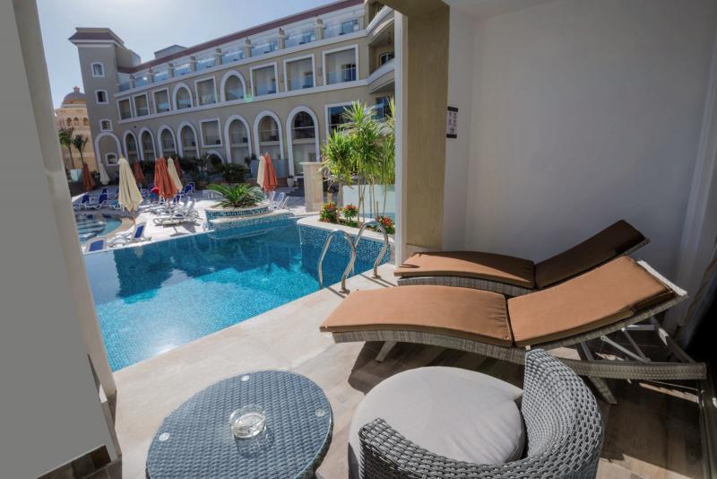 SUNRISE Romance Resort Sahl Hasheesh  Pool